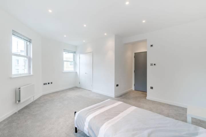 Master Bedroom in SE19