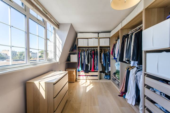<b>Dressing Room</b><span class='dims'></span>