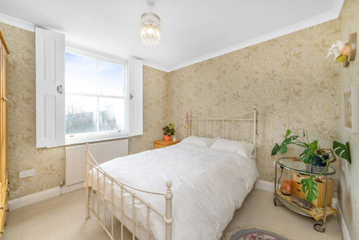 Master Bedroom in N7