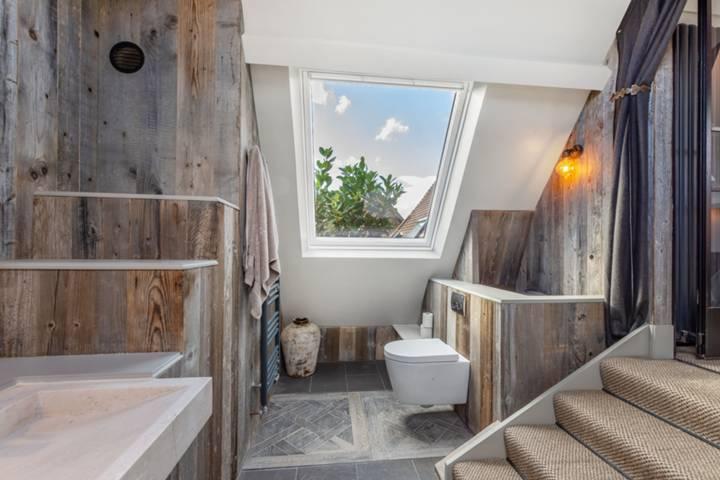 En Suite Shower Room in SW11