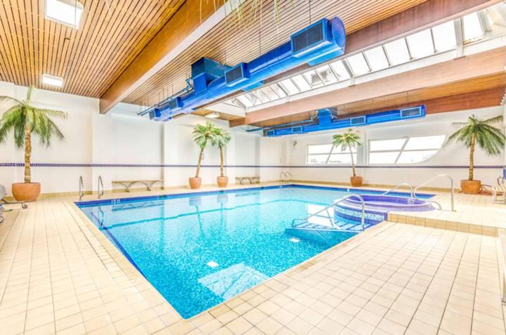 Communal Swimming Pool in E14