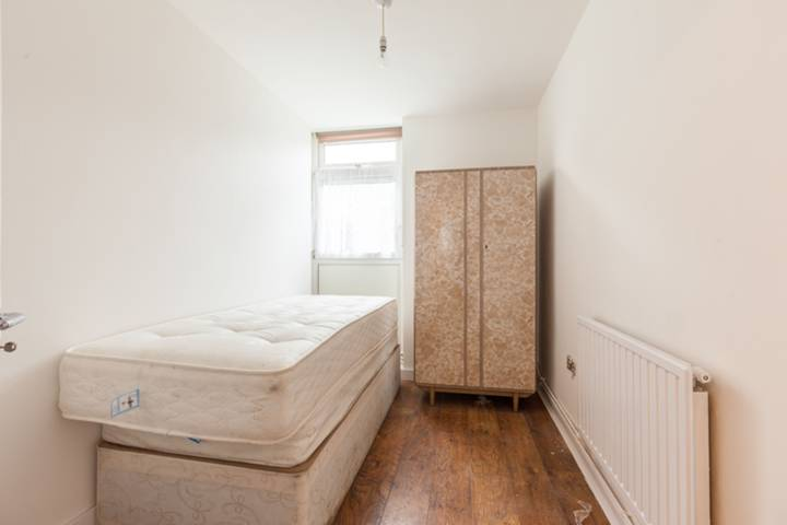 <b>Third Bedroom</b><span class='dims'></span>