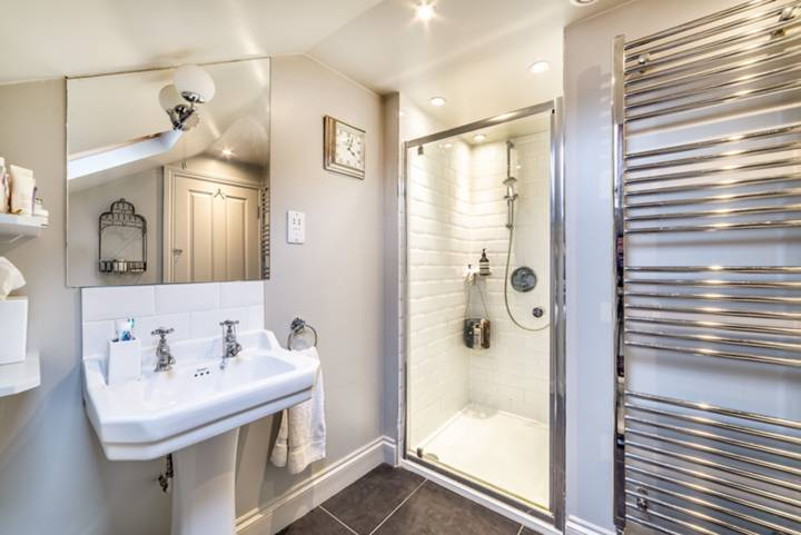 Bathroom in NW1
