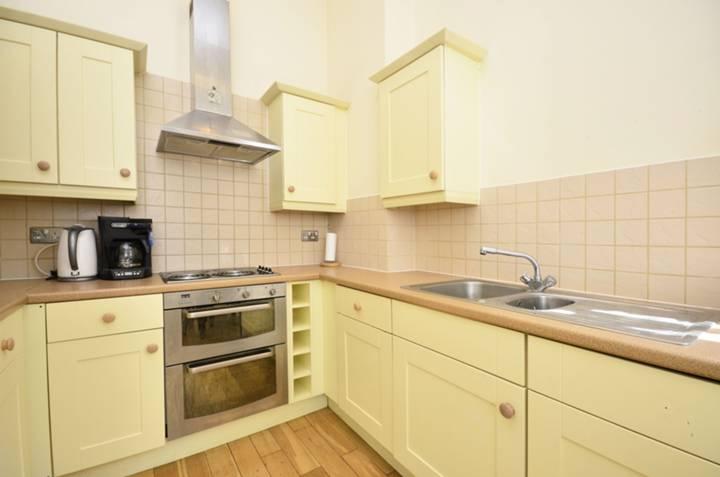 <b>Reception Room/Kitchen</b><span class='dims'> 19 x 12&#39;3 (5.79 x 3.73m)</span>