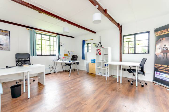 <b>Studio Room/Work Space</b><span class='dims'></span>