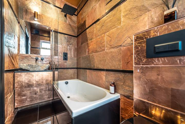 En Suite Bathroom in NW11