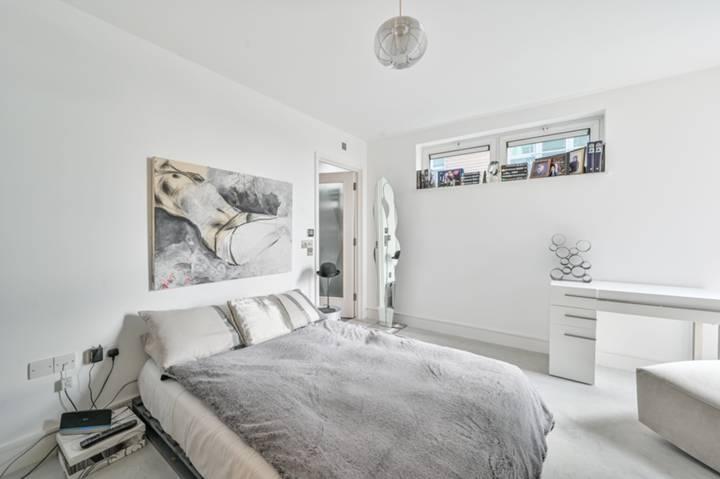 Balcony in E1W