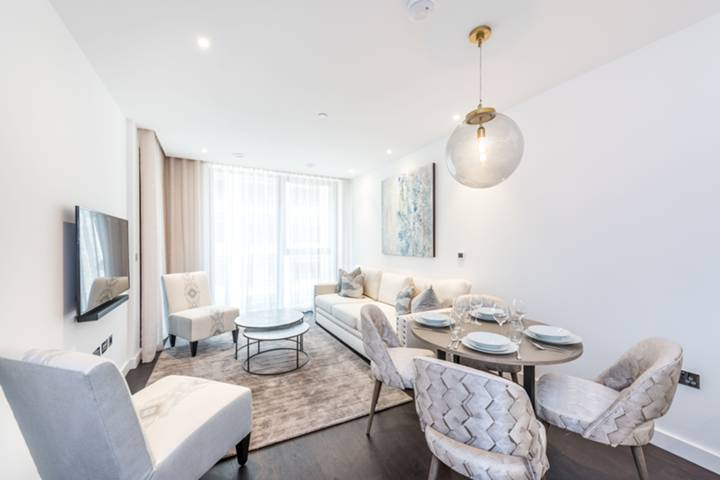 Reception Room/Dining Room in SW8
