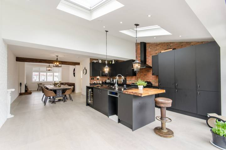 Kitchen in SW20