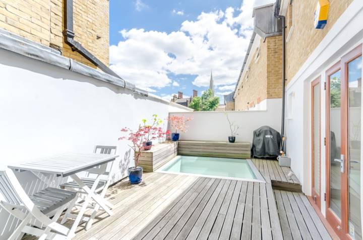 <b>Roof Terrace</b><span class='dims'></span>