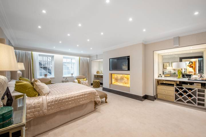 Master Bedroom in SW1Y