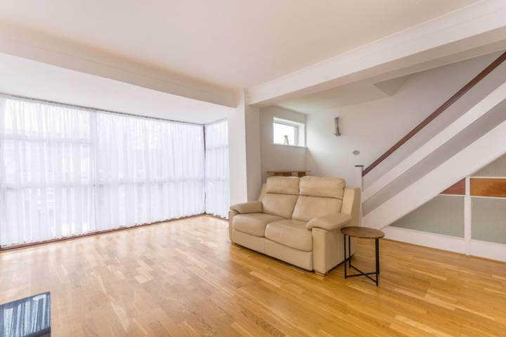 <b>Fourth Bedroom</b><span class='dims'> 9' x 6'9 (2.74 x 2.06m)</span>