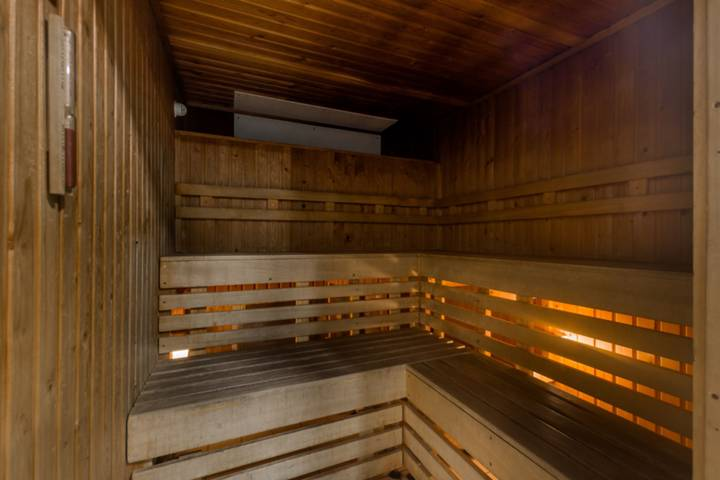 <b>Communal Sauna/Steam Room</b><span class='dims'></span>