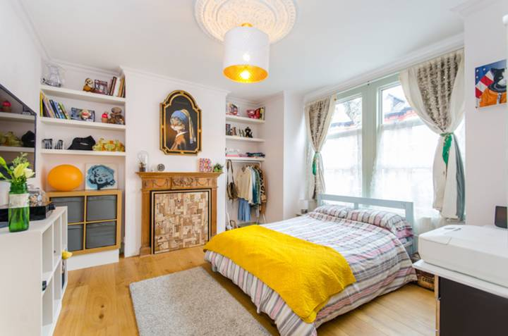 Bedroom in NW10