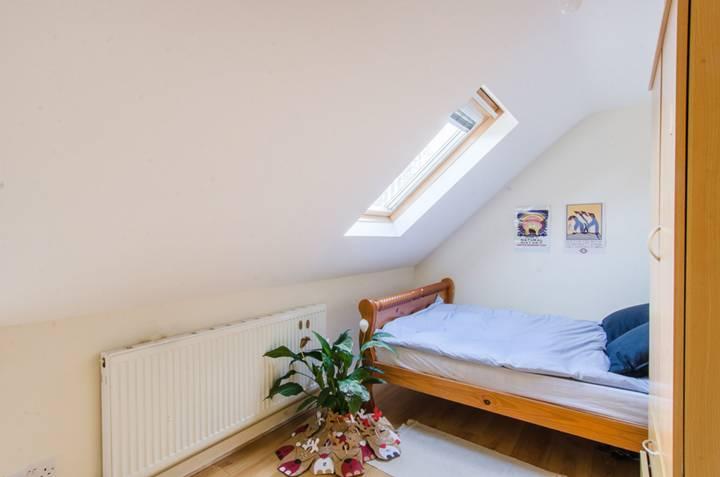 <b>Fifth Bedroom</b><span class='dims'></span>
