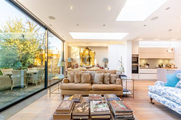 Second Reception Room in SW14