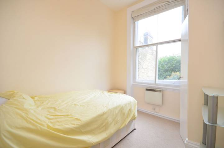 <b>Second Bedroom</b><span class='dims'> 11' x 8'8 (3.35 x 2.64m)</span>