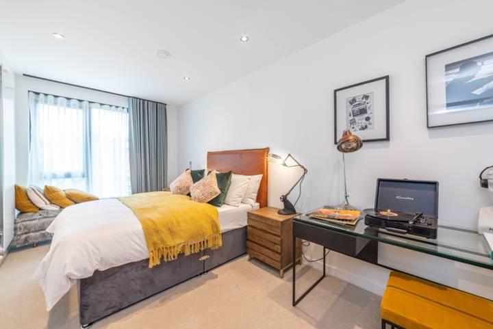 Bedroom in NW1