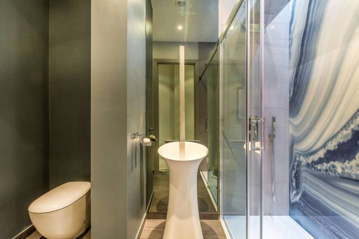 Shower Room in W1U