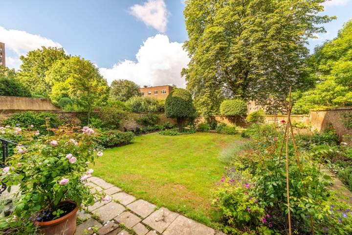 Garden in W11