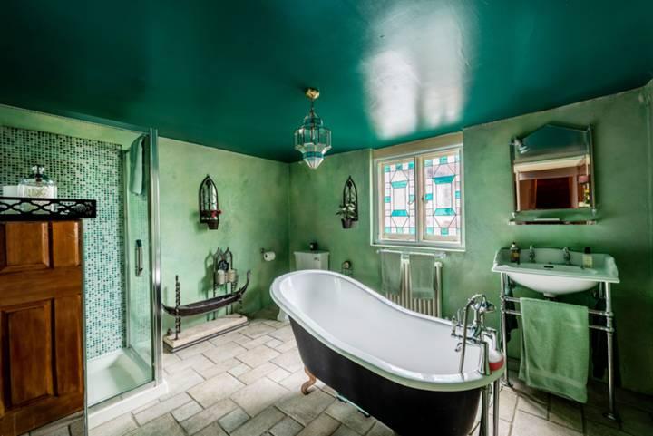 Bathroom in SL6