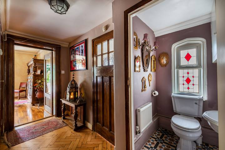 Guest Cloakroom in SL6