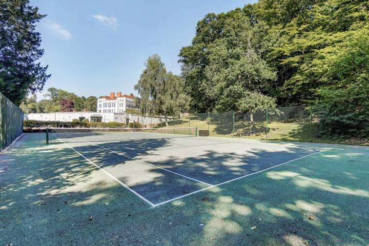 <b>Tennis Court</b><span class='dims'></span>