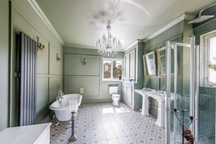 En Suite Bathroom in SW11