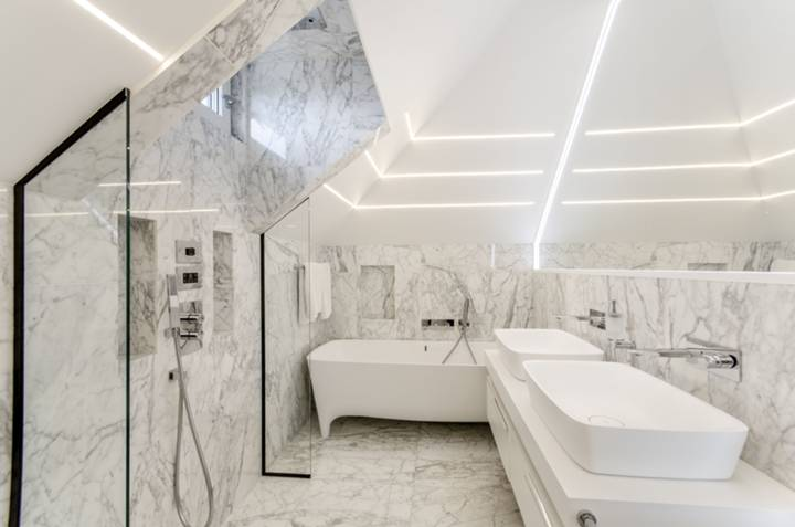 Bathroom in NW2