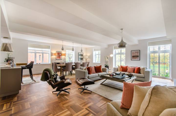 Reception Room in W4
