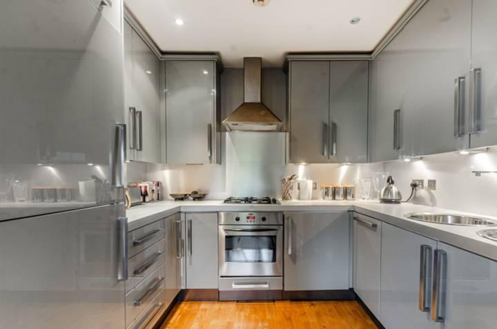 <b>Semi Open-Plan Kitchen</b><span class='dims'></span>