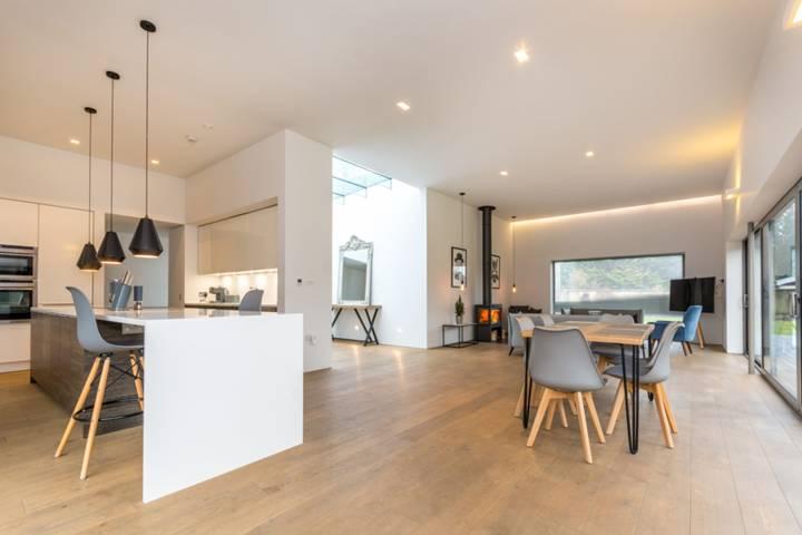 Dining Room in GU22