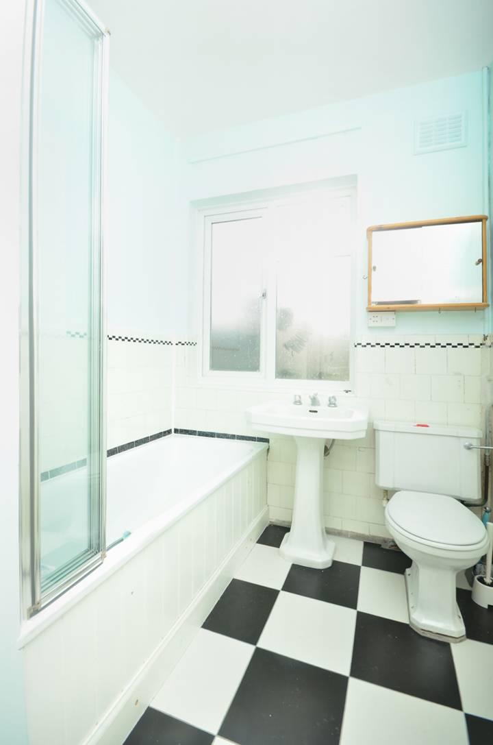 <b>Bathroom</b><span class='dims'></span>