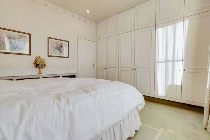 <b>Fourth Bedroom</b><span class='dims'></span>