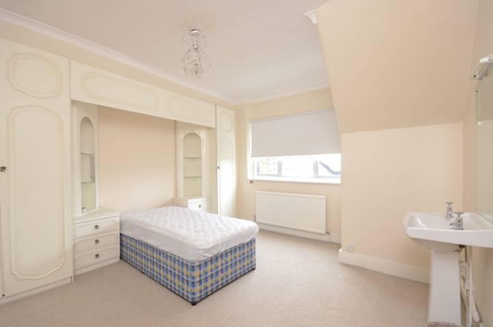 <b>Fourth Bedroom</b><span class='dims'> 13'4 x 12'4 (4.06 x 3.76m)</span>