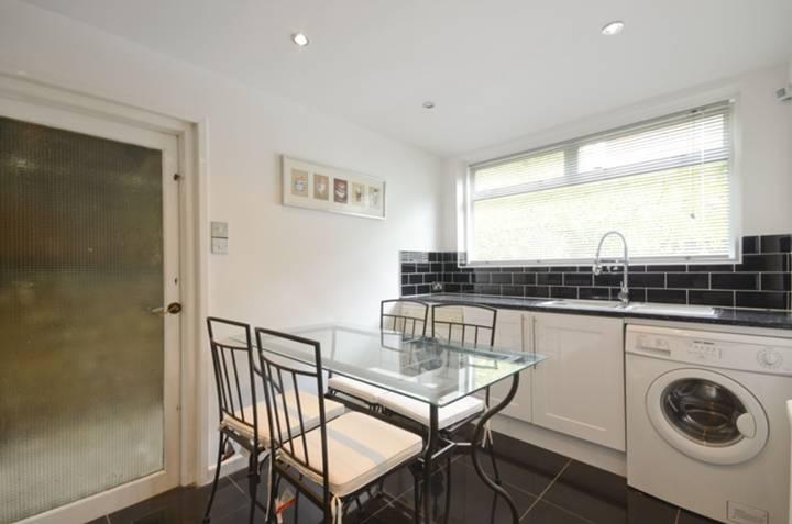 <b>Kitchen</b><span class='dims'> 22'4 x 8'1 (6.81 x 2.46m)</span>