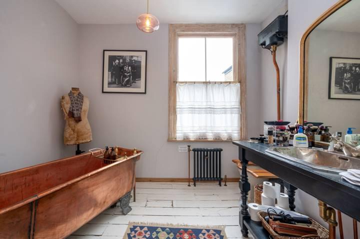 En Suite Bathroom in W12