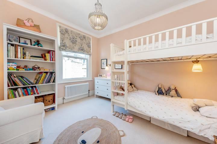 Second Bedroom in W4