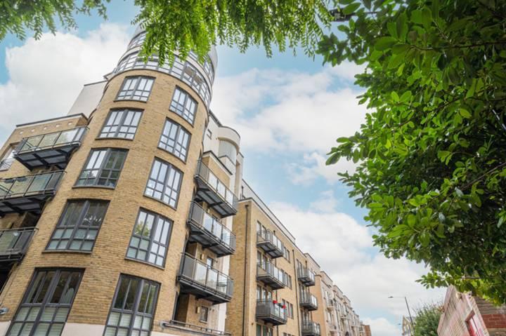 <b>Two balconies</b><span class='dims'></span>