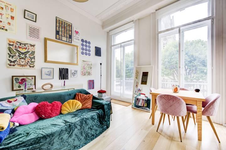 <b>Main Bedroom</b><span class='dims'> 13'3 x 9'9 (4.04 x 2.97m)</span>