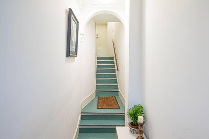 <b>Communal Hallway</b><span class='dims'></span>